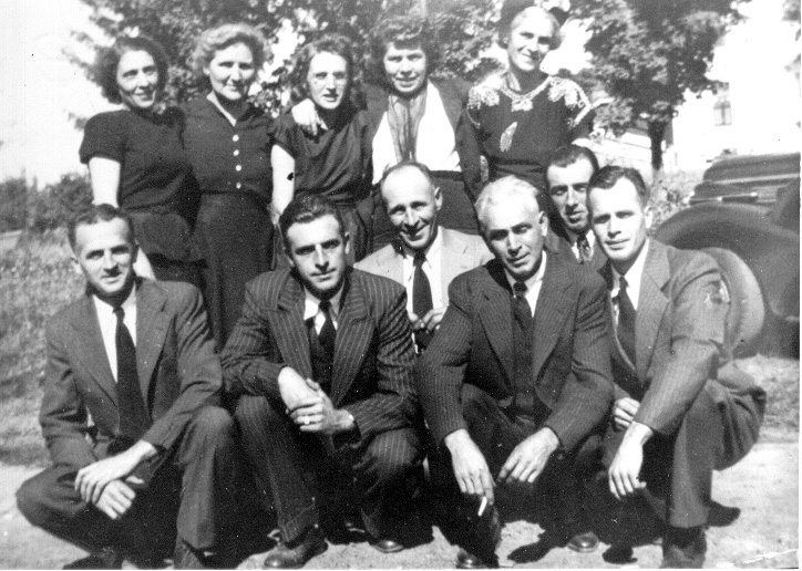 Photo of the Larochelle Family 1948